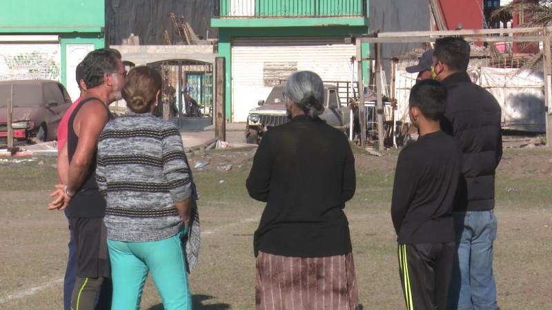 Vecinos de la Tabachines desalojan a invasores que pretendían apoderarse de un campo de fútbol