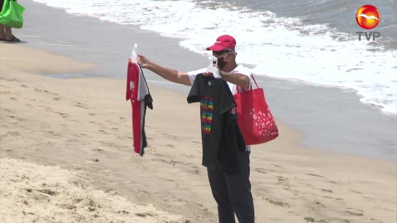 Comienzan a 'comerse la mercancía' vendedores de playa en Mazatlán
