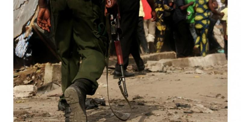Atacan escuela de Nigeria y le secuestran a más de un centenar de alumnos