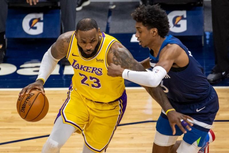 Los Lakers vence a los Timberwolves