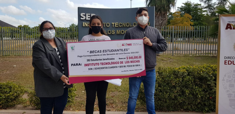 Entregan becas estudiantiles a alumnos del TEC