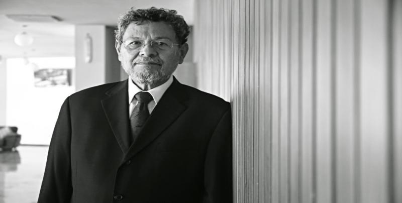 Otorgará la UAS Honoris Causa al escritor Elmer Mendoza