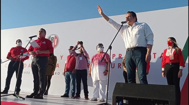 Mario Zamora recibe constancia como candidato interno a gobernador de Sinaloa