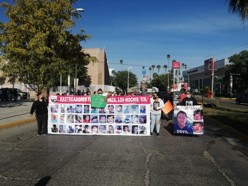 FGE de Sinaloa entrega cuerpos a familiares luego de manifestación de rastreadoras de la zona norte