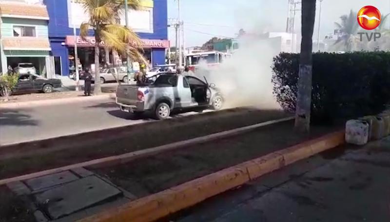 Se incendia vehículo en la Av. Francisco Solís
