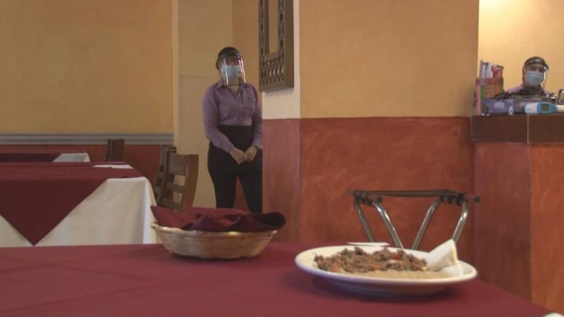 A contracorriente reman restauranteros en Mazatlán