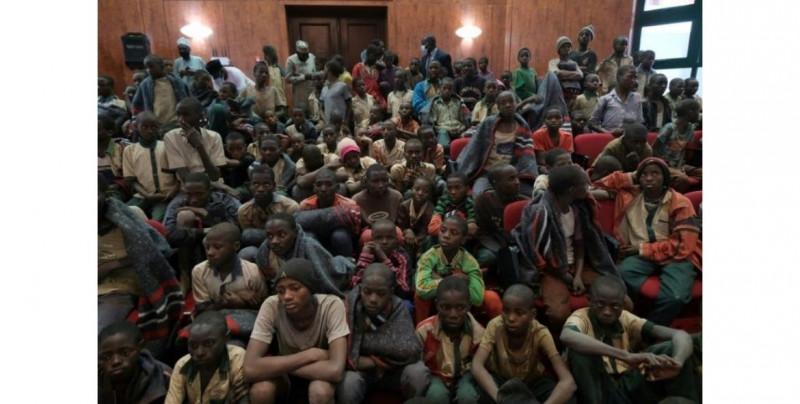 Secuestran masivamente a 300 alumnas en una escuela secundaria de Nigeria