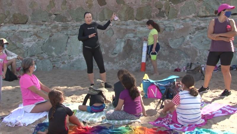Se unen ciudadanos y Bomberos Voluntarios para limpiar playas en Mazatlán