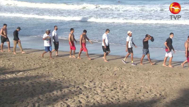 Jóvenes mazatlecos buscan emplearse como salvavidas