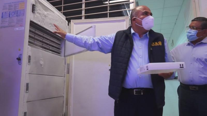 Supervisan funcionamiento de  ultracongeladores  para resguardo de vacunas Covid
