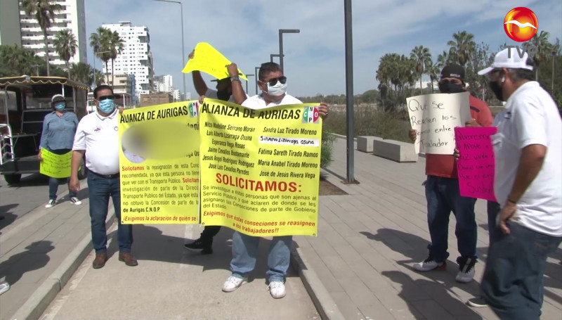 Operadores de aurigas se manifestaron por irregularidades en asignación de permisos