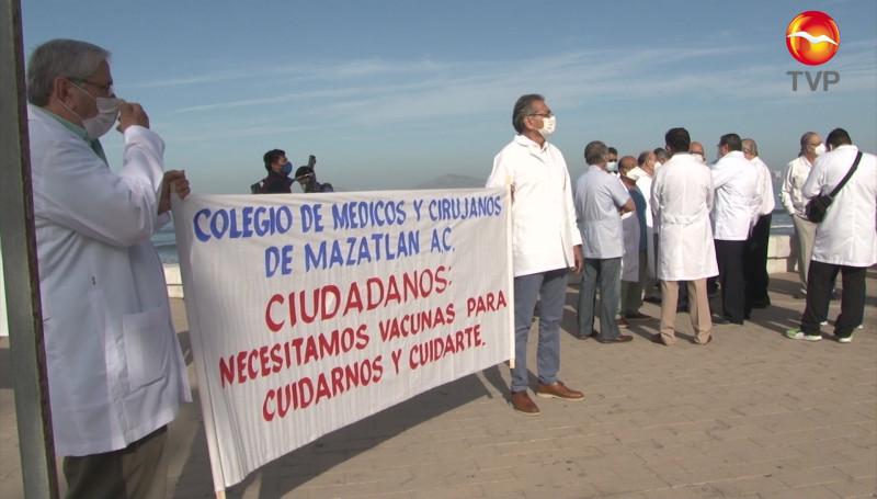 Se manifiestan médicos privados de Mazatlán, piden ser vacunados contra el Covid-19