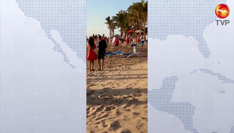 Aficionados de Chivas se agarran a  golpes en playa de Mazatlán