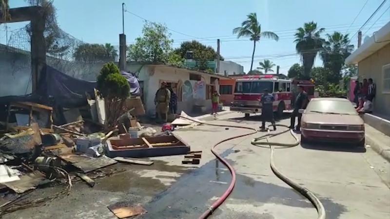 Se incendia patio de casa en colonia Insurgentes