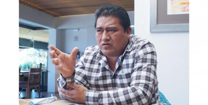 Renuncia candidato de Morena acusado de abrir chat sexual con fotos de mujeres de su zona