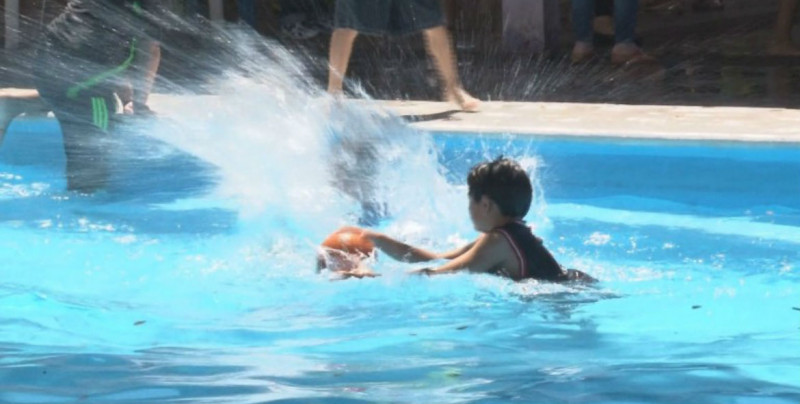 Exhortan a cuidar a menores en albercas durante SS en Mazatlán