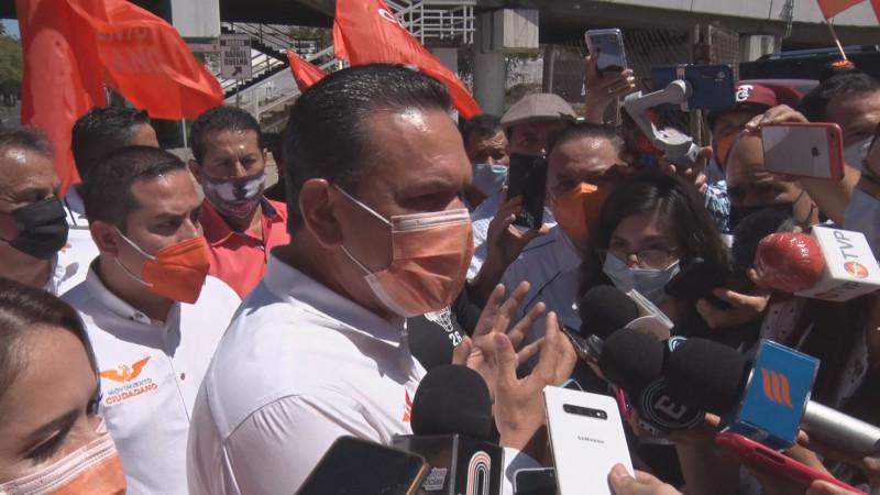 """""""La gente no quiere súbditos del presidente"""": Sergio Torres"""