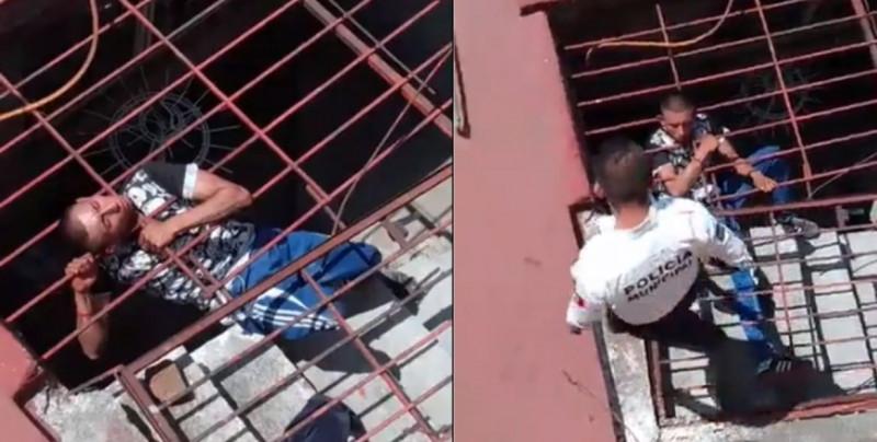 Pasó el cuerpo, pero la cabeza de este ladrón se quedó atorada al querer entrar a una casa (video)