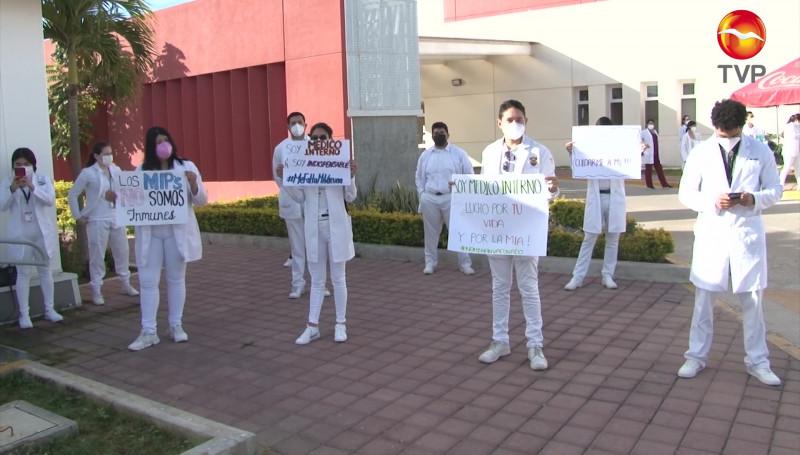Médicos internos y residentes del Hospital General de Mazatlán exigen ser vacunados contra el Covid-19