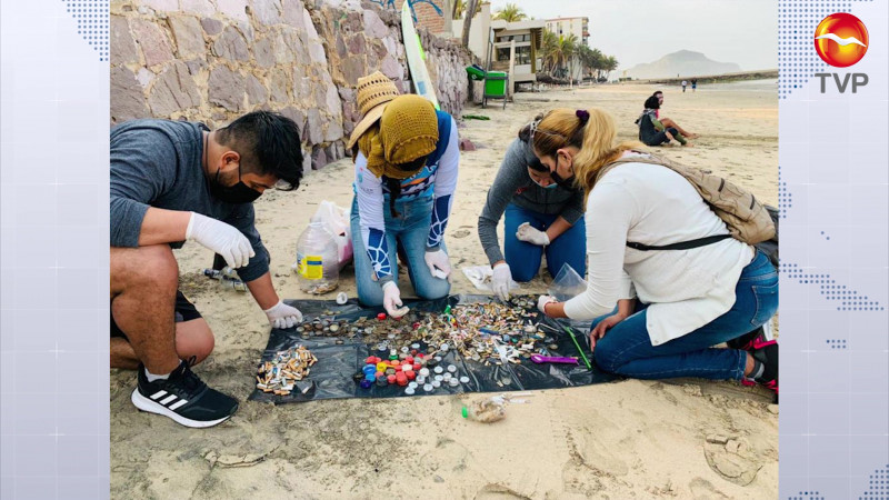 Levantan 2 toneladas de basura de playas en Mazatlán