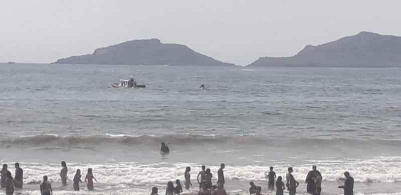 Localizan cuerpo sin vida en el mar