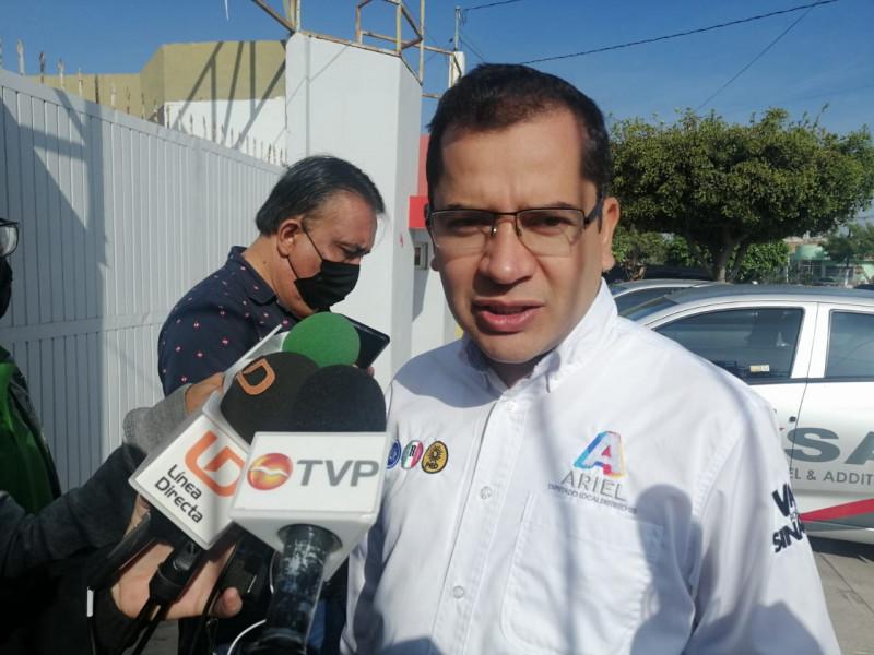 promete Ariel Aguilar acabar con baches del Quinto Distrito