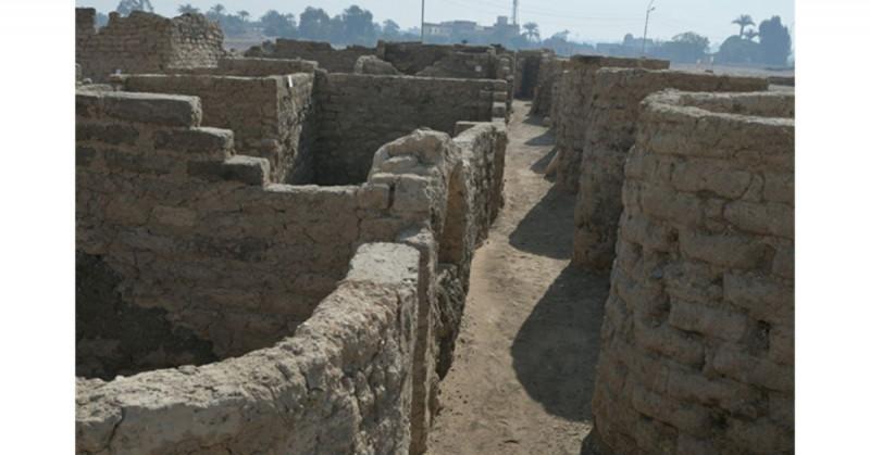Egipto encuentra una gran ciudad perdida de hace 3 mil años bajo la arena