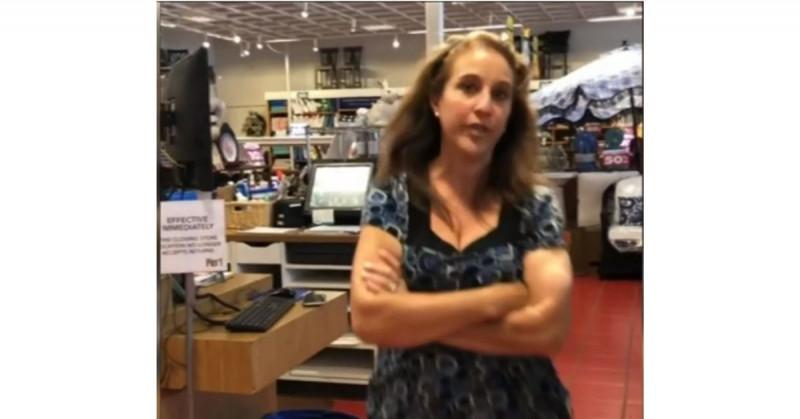 30 días de cárcel a la mujer que fue grabada cuando le tosió a otra en un centro comercial y se volvió viral