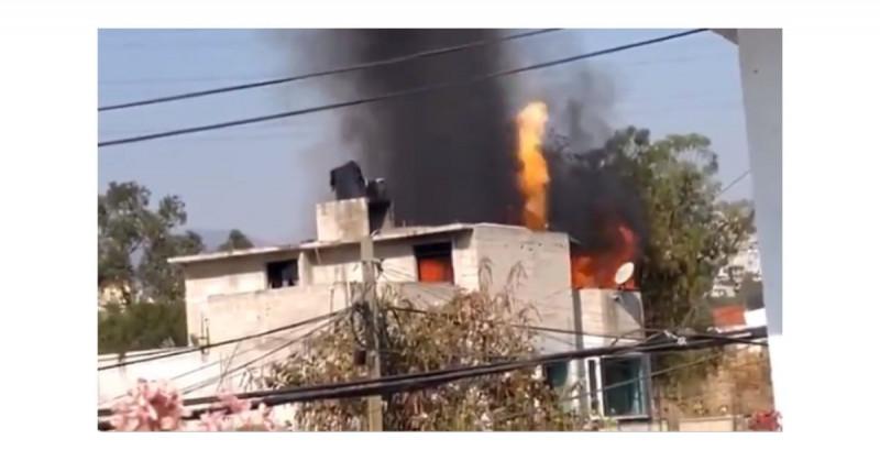 Se incendia casa porque la familia cocinaba carnitas junto a un tanque de gas (video)