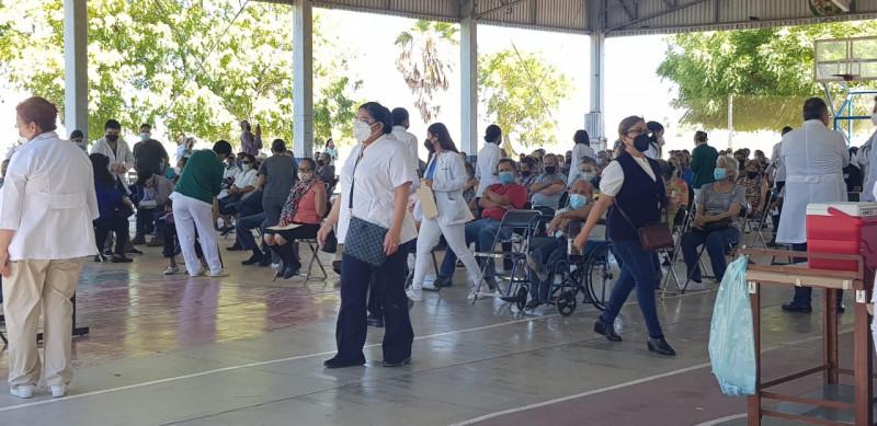 Se retoma vacunación a adultos mayores en zona urbana de Ahome