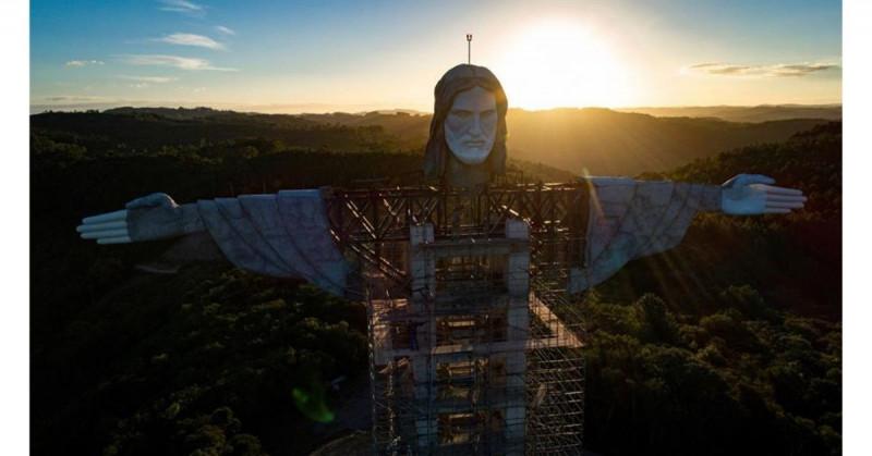 Un nuevo e imponente cristo gigante de 43 metros está siendo construido al sur de Brasil