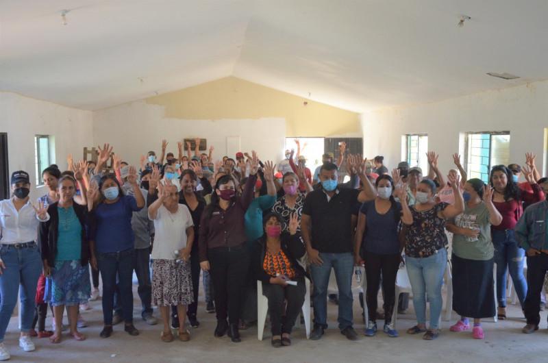 Ana Ayala se reúne con habitantes de la Bolsa de Tosalibampo 1 y 2