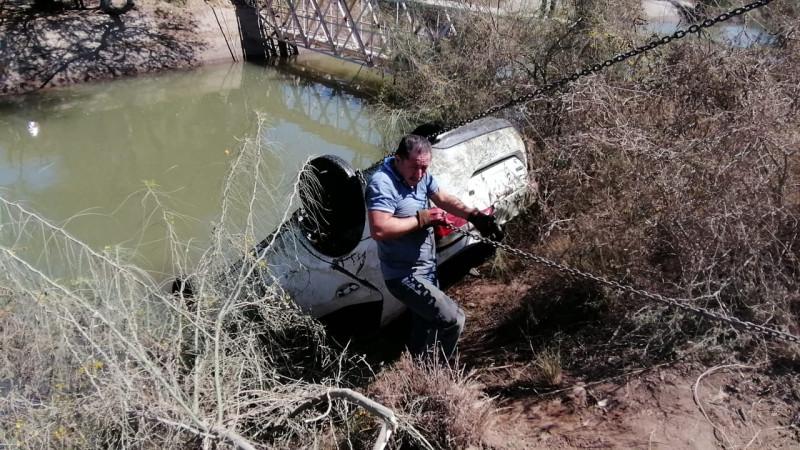 Carro robado fue encontrado en un canal de Costa Rica