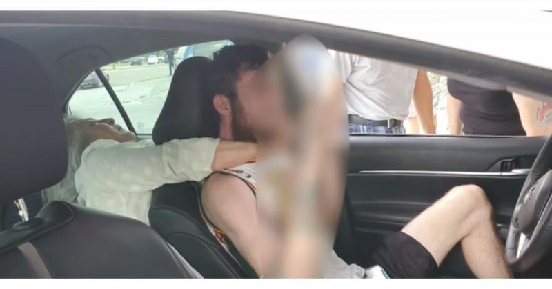 Mujer de 55 años trata de estrangular y mordió a conductor de Uber