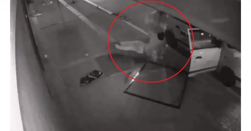 Ladrón roba casa y cae desde segundo piso: sus compañeros se lo llevan inconsciente (video)