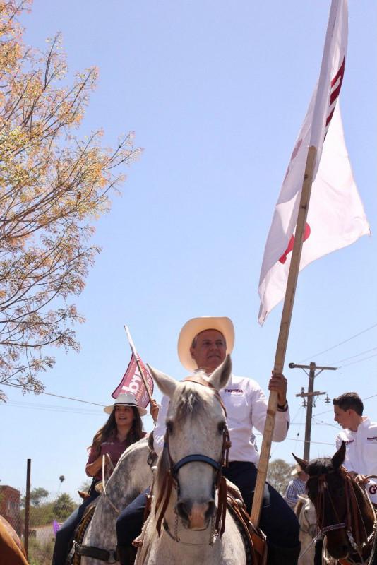 *Lucida y numerosa cabalgata encabeza Gerardo Vargas Landeros