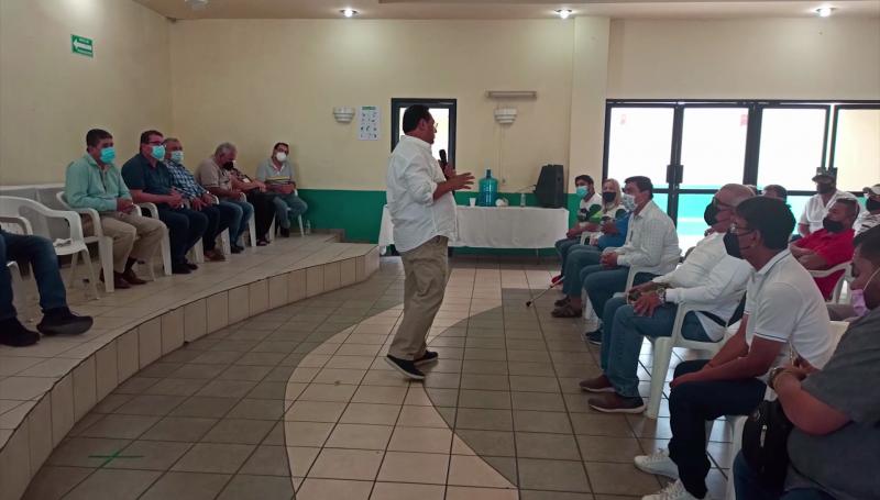 Se reúne Fernando Pucheta con transportistas de Mazatlán