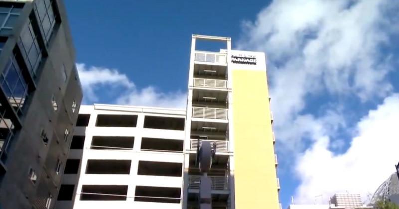 Hombre se lanza desde un 9no piso y cae encima de una mujer de 29 años: ambos murieron