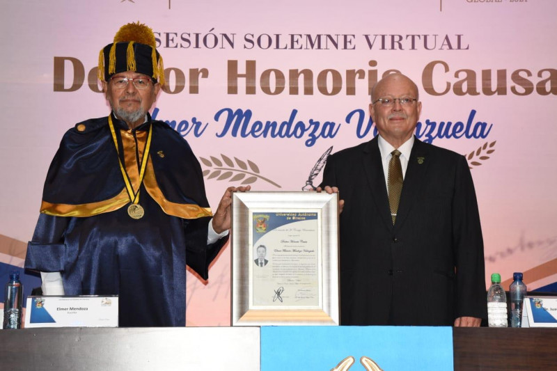 Élmer  Mendoza es Doctor Honoris  Causa