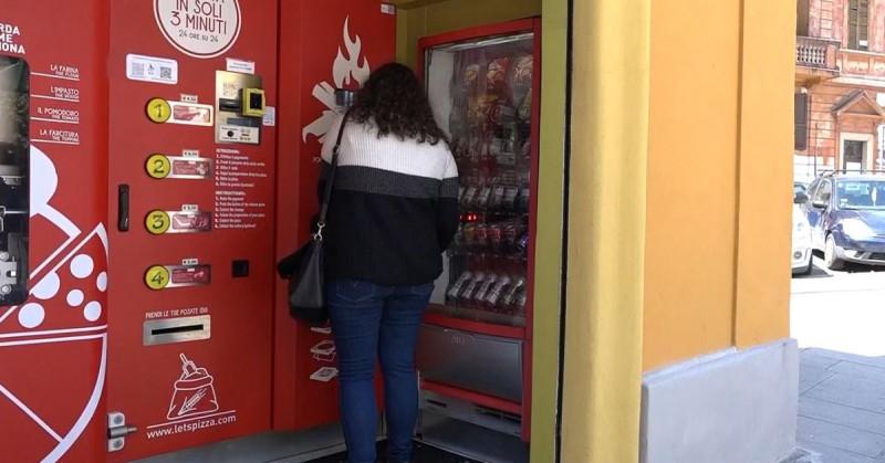 Conoce la primera máquina expendedora de pizzas que aparece en Roma, Italia