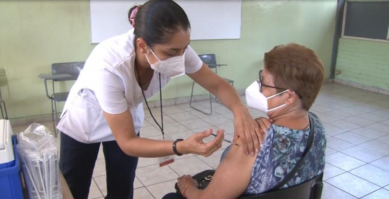 A anotar a personas postradas de 50 a 59 años para ser vacunadas