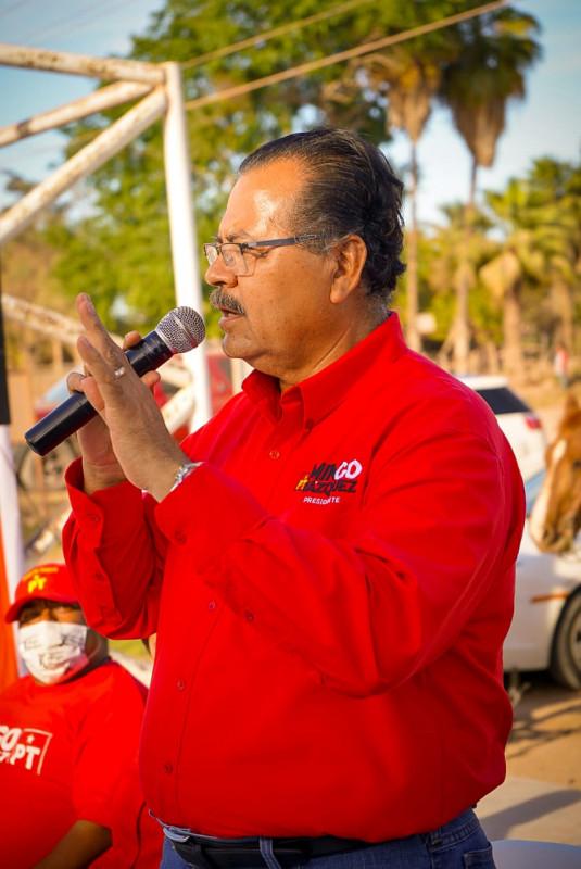 Mingo Vázquez donará a policías terrenos para vivienda.