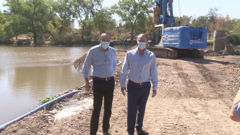 Gobernador de Sinaloa supervisa obra de puente bimodal