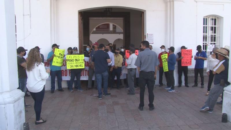 Se manifiestan y bloquean avenida Álvaro Obregón