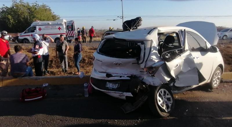 Accidente deja cinco personas lesionadas