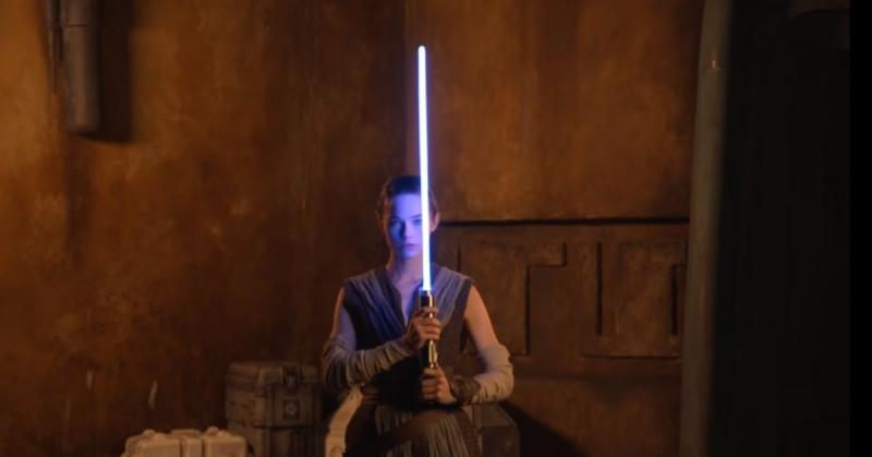 Disney celebra el Día de Star Wars al lanzar un sable de luz