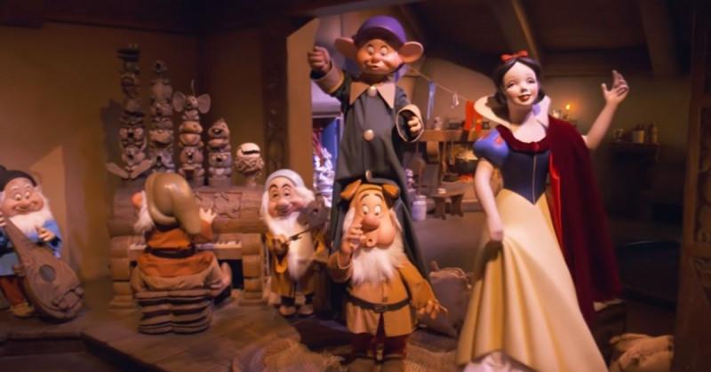 """Quieren cancelar a la Blancanieves de Disneyland por el beso """"sin consentimiento"""" del príncipe"""
