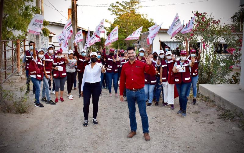 Juan Carlos Patrón se reúne con habitantes de la Isla de la Piedra