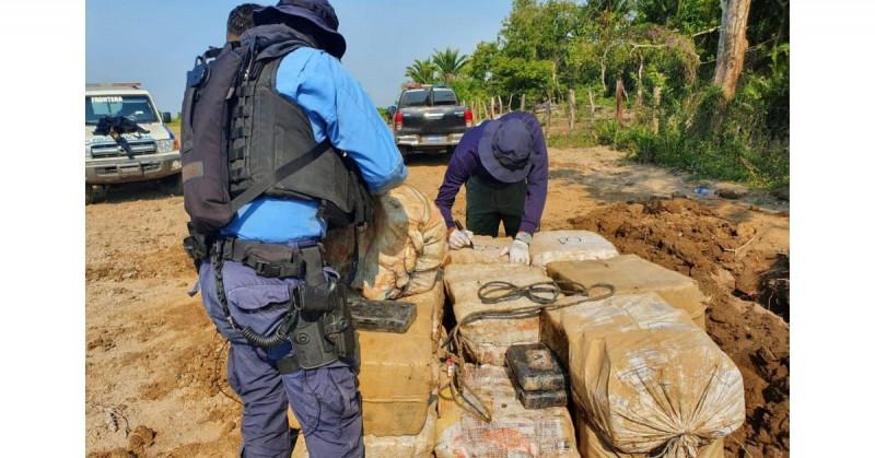 Decomisan 58 bultos de cocaína enterrada con un peso de 1 mil 392 kilos y valor de 18 mdd