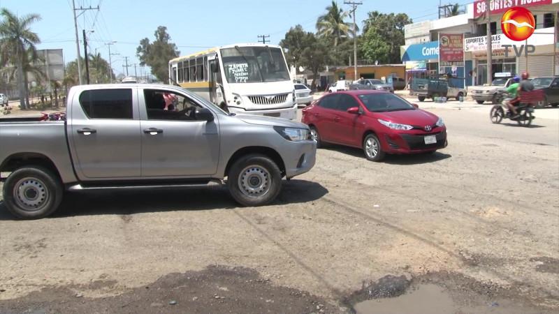 Le llueven, pero críticas a la Gabriel Leyva en Mazatlán